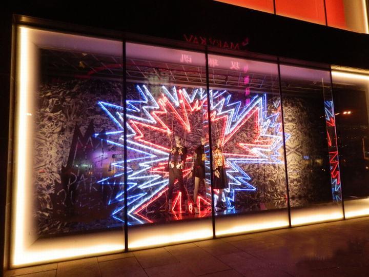 橱窗由背景和不同颜色的led灯由组成