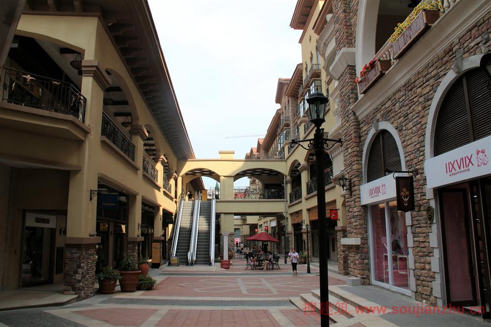 商业和旅游的综合形态:武汉世界城光谷步行街图片