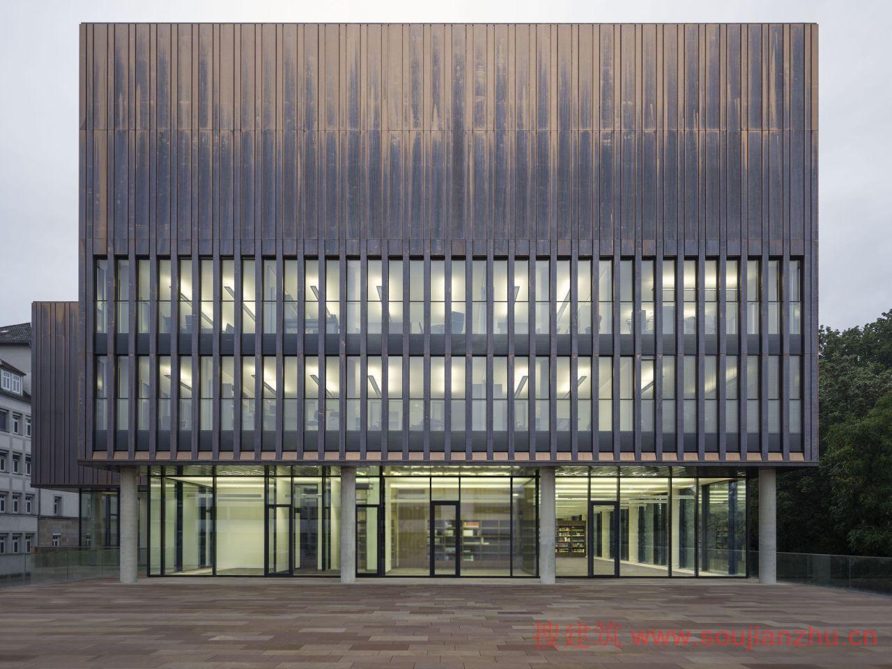 该巴伐利亚国家教会档案馆位于德国纽伦堡,新大楼由gmp建筑设计事务所