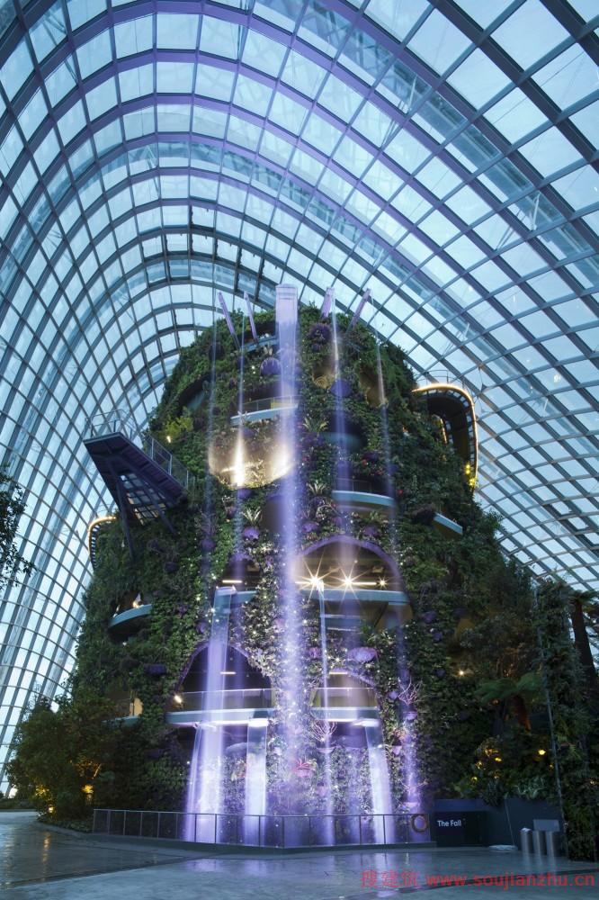 建筑师与结构设计师,环境工程师,景观设计师和园艺设计师合作创建了一