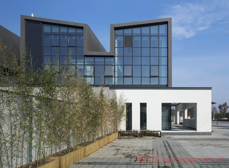8 绿化率:50%    dc国际建筑设计事务所设计的证大西镇项目位于素有