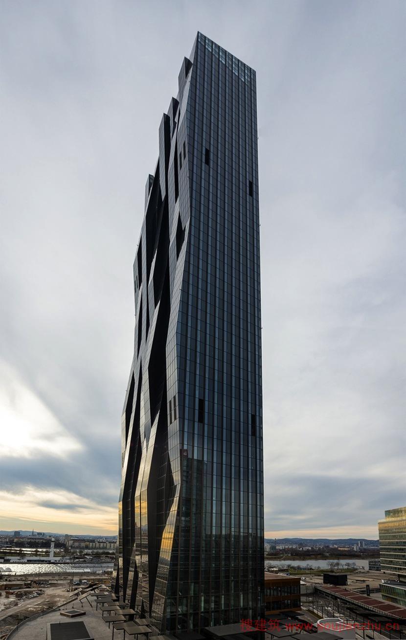 建筑师:Dominique Perrault Architecture 地点:奥地利 年份:2014 在首都维也纳,这些感受都是标志性人物和DC塔极端的可见性放大,但也由历史结合该项目。十二年前开始,在2002年,当WED举行的最后一段多瑙城发展的国际竞争,并继续写历史。 换向目标的早期发展项目的设想,WED的规格要求为决定性的混合使用的程序,用于发芽的当代城市振动我们打算在塔周围创造一个不可缺少的条件。 塔作为两块的巨大的石碑,似乎已经分裂成两个不相等的两半,后开到创建带来新创建的公共空间,以