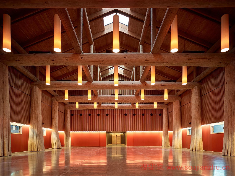 美国木结构设计奖颁给那些给生活带来了木材的自然风光和多功能性的建筑设计的作品,亦或是别出心裁的设计或建筑。2014年美国木结构设计奖获奖者作品欣赏。 2014年区域木质结构设计获奖者: 组织机构木结构设计:哥伦比亚James和Anne Robinson自然中心---GWWO, Inc. /Architects  学校木结构设计:俄勒冈州中部Cascades学院---Hennebery Eddy Architects  商业木结构设计:华盛顿西雅图联邦中心南-1202大楼---ZGF Architects