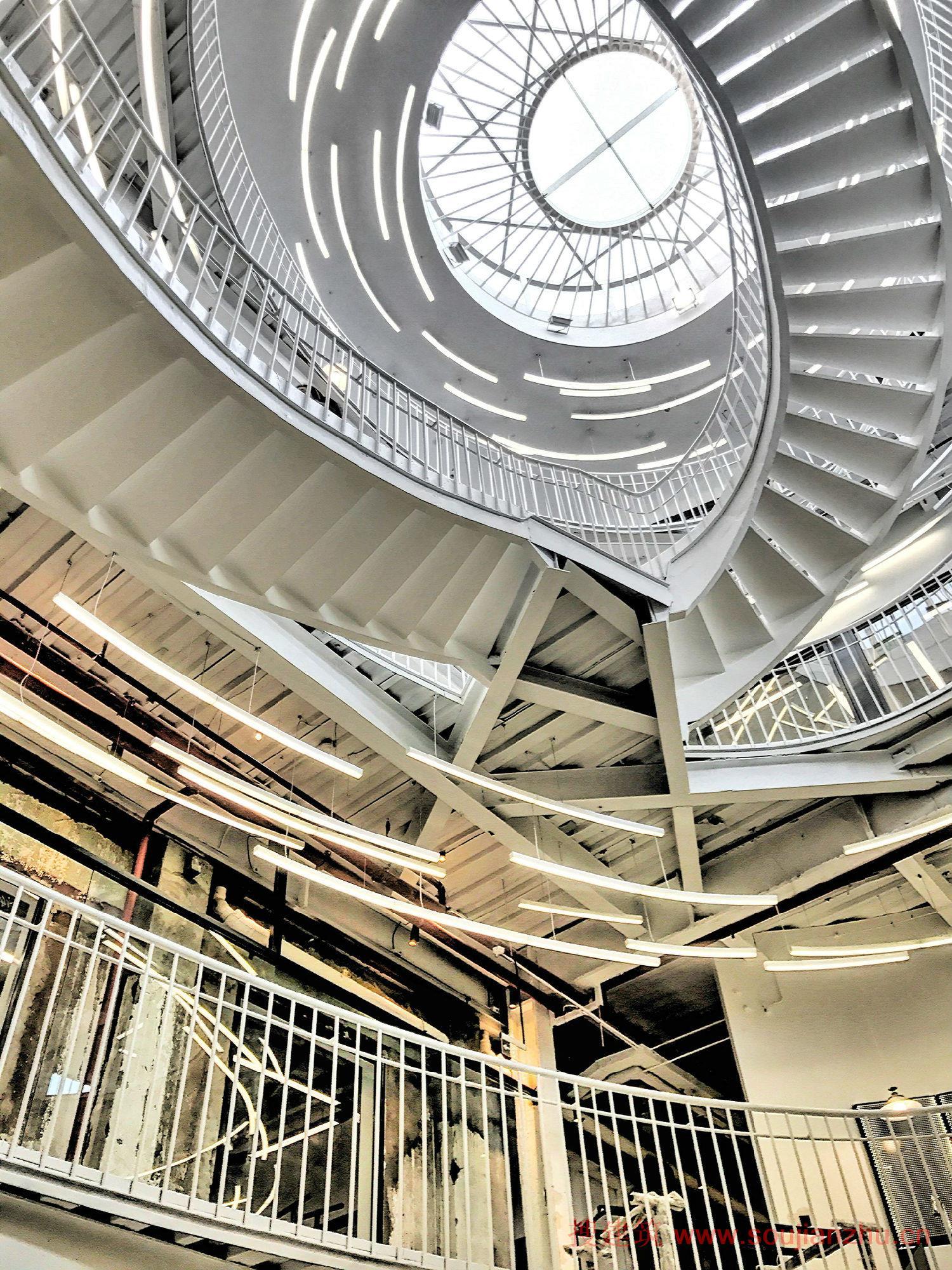 砖混结构式厂房,在2014年被翻修新增钢结构并加固.